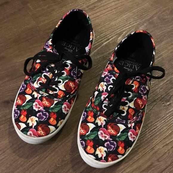 Disney Other - Disney Alice in Wonderland Girl's Shoes Sz 6